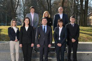 Даниел Александров е със светлия костюм на втори план, а министър Христо Терзийски е на първа линия, първият отляво надясно.